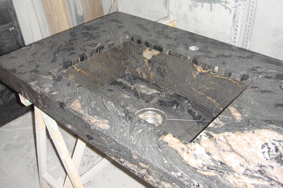 Encimera en granito titanium con fregadero integrado for Stone marmoles y granitos