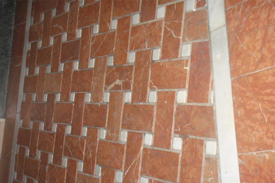 Solado m rmol rojo alicante envejecido con alambrillas for Suelo marmol rojo