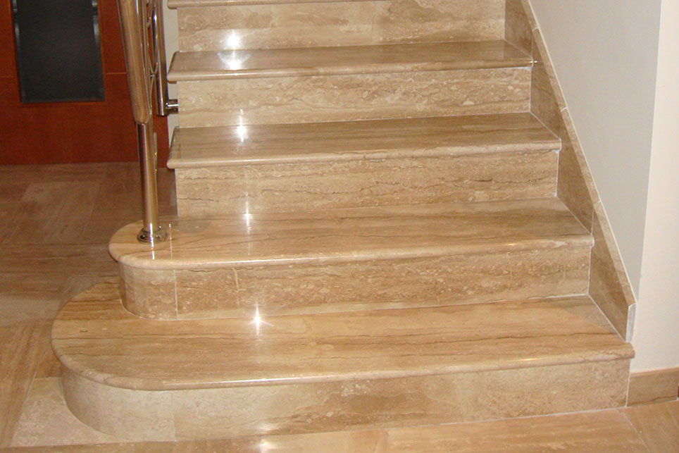 Escalera m rmol daino reale con bocel redondo m rmoles for Colores de marmol para escaleras