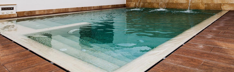 Bordillos para piscinas acabado apomazada for Piscinas trobajo del camino