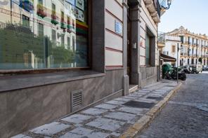 Z calos y rodapies uso fachada for Zocalo fachada exterior
